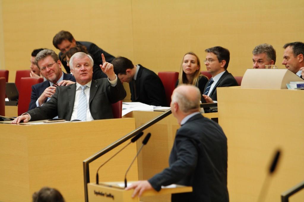 Disput mit Ministerpräsident Horst Seehofer bei einer Debatte im Plenum (Foto: Robert Auerbacher)